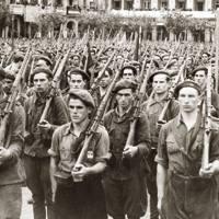 Karlistek gerra aurreko urteetan armak inportatu zituzten ezkutuan Nafarroara eta gordelekuetan bildu zituzten. Nazioartean armak erosteko dirua Mussoliniren Italiako Gobernuak utzi zien.