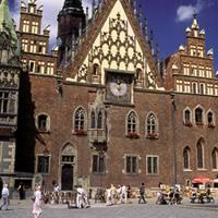 Wroclaweko Rynek edo Merkatu plaza, Udaletxea ikusten dela.