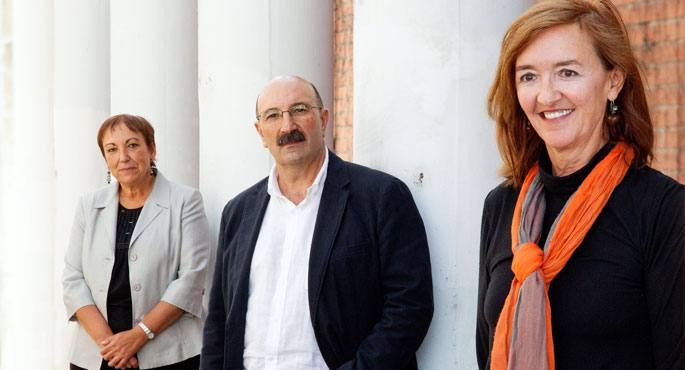 Ezker-eskuin: Mariam Bilbatua, Abel Ariznabarreta eta Irene Lopez Goñi mahaikideak.