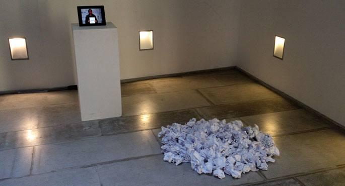 Eric Dicharryren Mugetaz erakusketa 2013ko urtarrilaren 6ra arte dago ikusgai, Euskal Museoko Argialde aretoan, Baionan