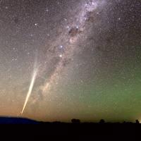 Hurbiltzen ari zaigun kometa, laster begien bistan