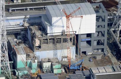 Egin dezagun otoitz Fukushiman piszina husten asma dezaten
