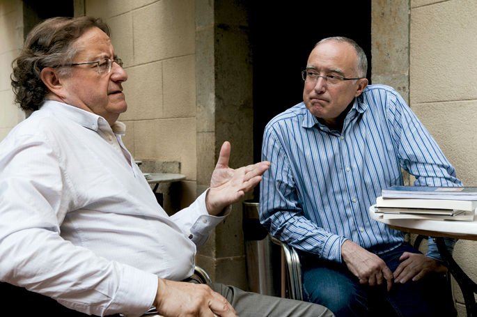 Josep Ramoneda i Molins filosofo eta kazetaria, eta Salvador Cardús i Ros soziologo eta kazetaria.
