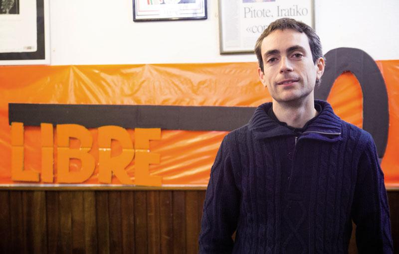 Euskal Herrian izan da Arnau Carné egunotan, Askapenak gonbidatuta hainbat hitzaldi ematen.