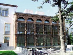 Euskaldunak biltzeko gunea Montehermoso Kulturunean atontzea proposatzen du Lazarraga Euskara Elkarteak. (Argazkia: Zarateman / Wikimedia)