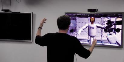Bideo-jokoetako gailuak robotak kontrolatzeko