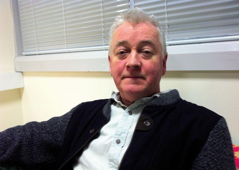 Pat Finucane Centerrek Derryn daukan bulegoan egin genuen elkarrizketa, han ari da lanean Paul O