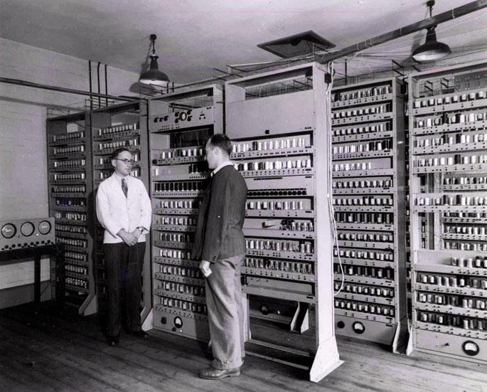 EDSAC konputagailua (Argazkia: Cambridgeko Unibertsitatea)