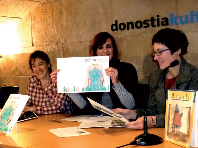 Ezkerretik eskuinera, Asun Agiriano, Aitziber Alonso eta Lore Agirrezabal, aldizkariaren  aurkezpenean.