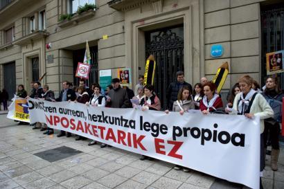Kontseiluak Espainiako eta Frantziako estatuen aspaldiko erasorik handiena salatu du