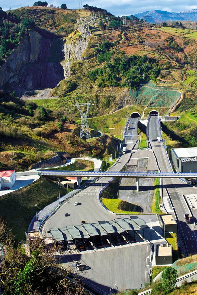 Supersur autobidearen sarrera ikusten da Pagasarri bidetik. 2013an 11.800 ibilgailuk erabili zuten egunero, Bizkaiko Aldundiak aurreikusitakoaren erdiak.