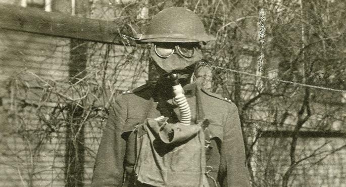 AEBetako soldadua gas maskara jarrita, 1919an.