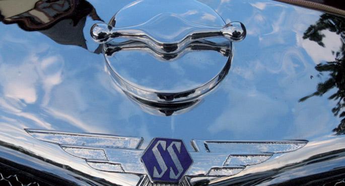 Sir William Lyonsek Swallow Sidecar Company motorgintza enpresa sortu zuen 1922an