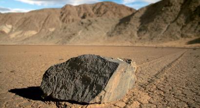 Death Valleyko harri ibiltarien misterioa argitu da... erdizka