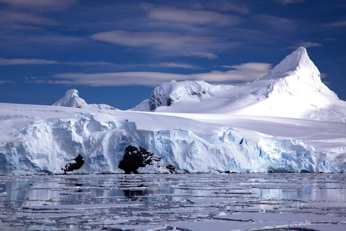 Azken bost urteetan Antartikan jasotako datuak ez dira izan hain txarrak,  baina onak ere ez (argazkia: Jason Auch / CC-by).