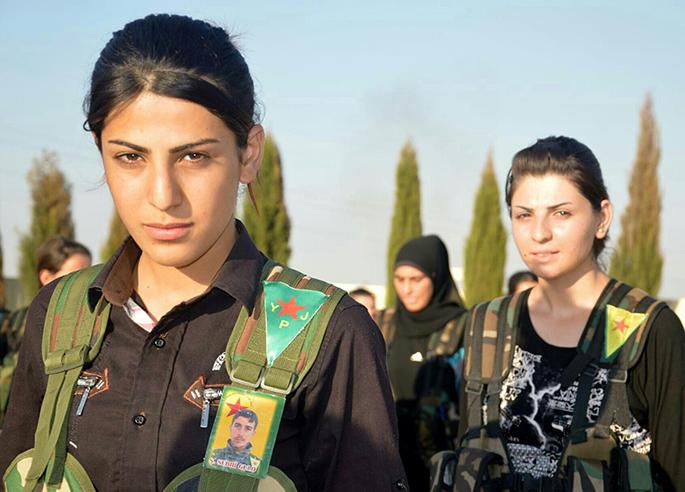 YPJko kideak, emakumeez osatutako miliziak. Askapen sozial, genero eta nazio ikuspegikoa gertatu da Rojavan, Mendebaldeko Kurdistanen.