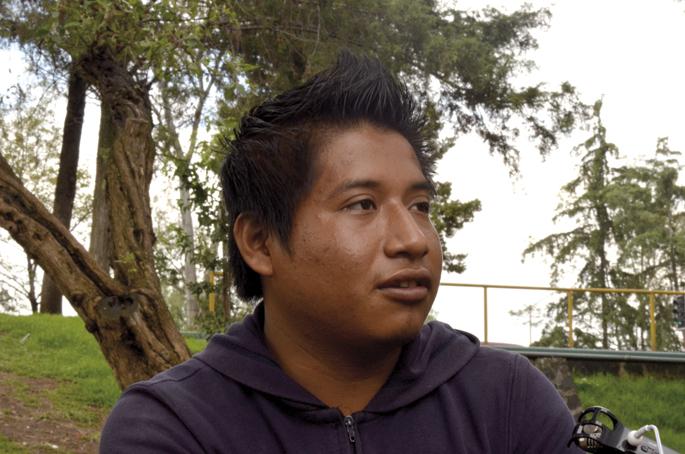 Ayotzinapako Normaleko ikasle Carlos.