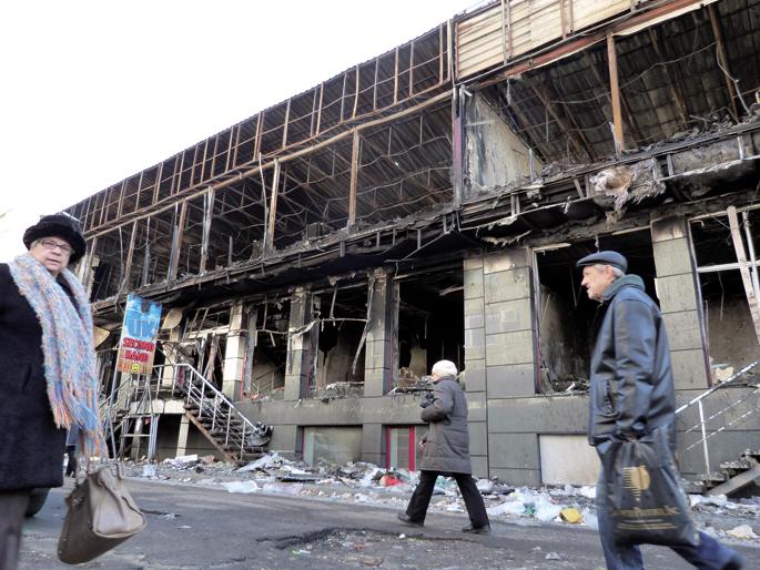 Bonbardaketen aztarnak nabariak dira Luhansk hirian.