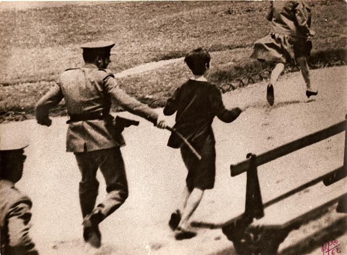 Fusilatzeak eragozteko protestak Donostiako Zinemaldiaren atarira ere iritsi ziren.