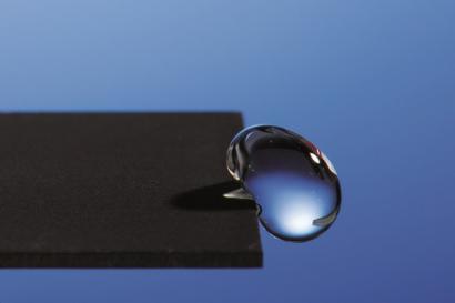 Metal super-hidrofugoa laster merkatuan?