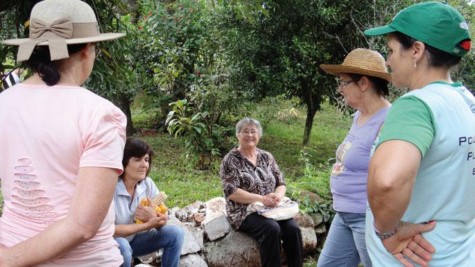 Feministen komunitate beteranoa, Quilombon. Emakumeak aitzindari izan ziren elikadura burujabetza eta nekazaritza ekologikoaren aldeko apustuan, baita multinazionalen aurkako ekintzetan ere. Hala ere gogor borrokatu behar dute mugimenduaren barruan pareki