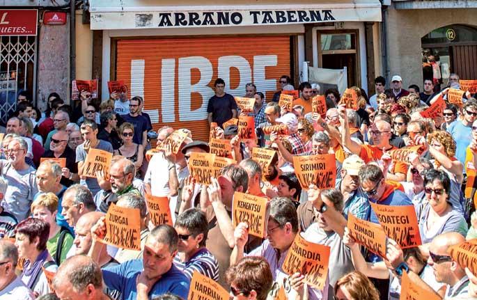 107 Herriko Taberna eta elkarte ixteko agindu du Espainiako Auzitegi Nazionalak.