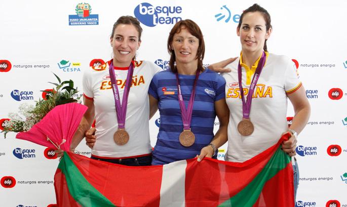 Eli Pinedo, Maider Unda eta Patricia Elorza, 2012ko Joko Olinpikoetan irabazitako brontzezko dominekin.