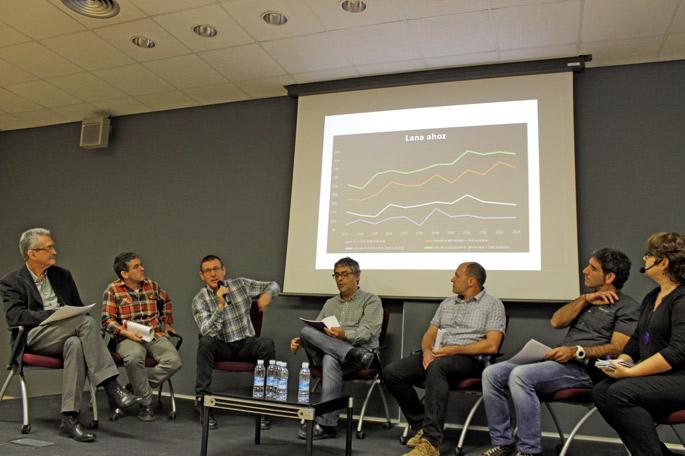 Ezkerretik eskuinera: Jorge Jimenez (HPS), Imanol Esnaola (Gaindegia), Fermin Lazkano (IMH), Paul Bilbao (Kontseilua), Jon Mugartegi (DanobatGroup), Rikardo Lamadrid (Laneki), eta Nerea Azurmendi moderatzailea.