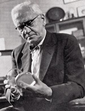 Alexander Fleming, 1945eko Medikuntza Nobel Saria eskuratu zuena.