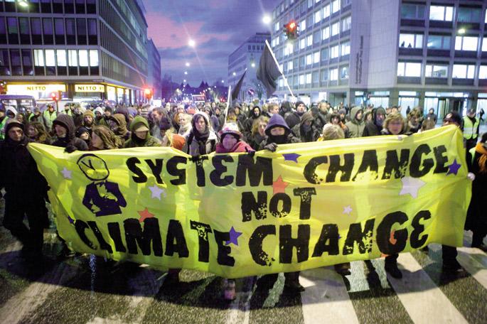 Gizarte zibileko talde ugarik, tartean Bizi! mugimenduak, deitu dute Parisen  egingo diren  mobilizazioetara, COP21ak irauten duen denboran.