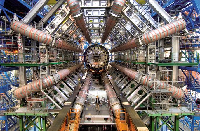 CERNeko partikula azeleragailua, Genevan. Partikula gero eta txikiagoei buruzko ezagutza handitzeak gailu ahalmentsuagoak sortzeko aukera emango du.