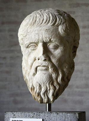 Platonek (K.a. 427-347), ikasleak akademiako eskoletara garaiz iristeko sistema baten bila, iratzargailua asmatu zuen, gizateriaren zoritxarrerako.