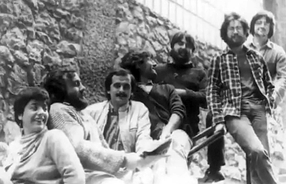 1980ko hamarkada hasieran ARGIAko kideak Egian: Ostaizka Irastorza, Joxemi Zumalabe, Pello Zubiria, Jon Barandiaran, Joseba Alvarez, Iñaki Uria eta Josu Landa. (Arg: ARGIA artxiboa)
