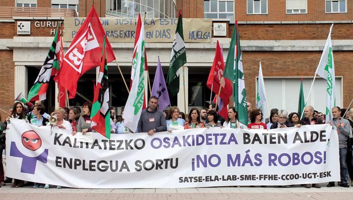 Murrizketen kontrako mobilizazioa Gurutzetako ospitalearen aurrean, 2015eko apirilaren 23an (Argazkia: Unai Brea).