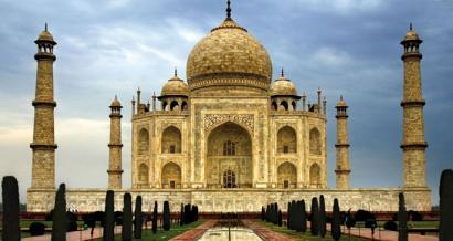 Kutsadura Taj Mahal horitzen ari da