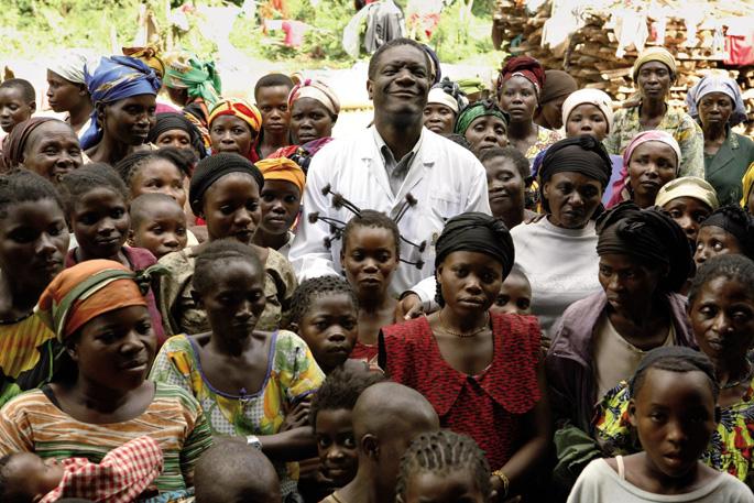 'L'homme qui repare les femmes: La colere d'Hippocrates' filmeko irudietako batean, Denis Mukwege ginekologoa Panziko (Kongoko ekialdea) ospitalean artatutako emakume sail baten erdian. Hasierako debekuaren ondotik, otsailean estreinatu dute dokumentala K