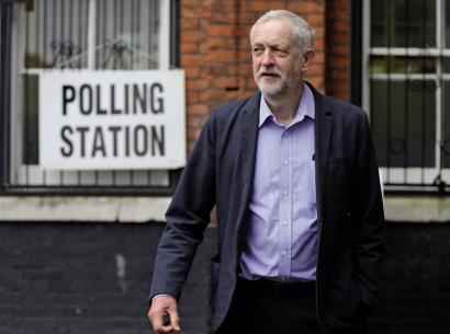 Cameron erretiratuta, Corbyn etxekoek asesinaturik... nork gidatuko du britainiarren trantsizioa?