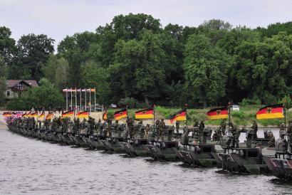 NATOko militarrak Errusiaren atarian berotze ariketak egiten