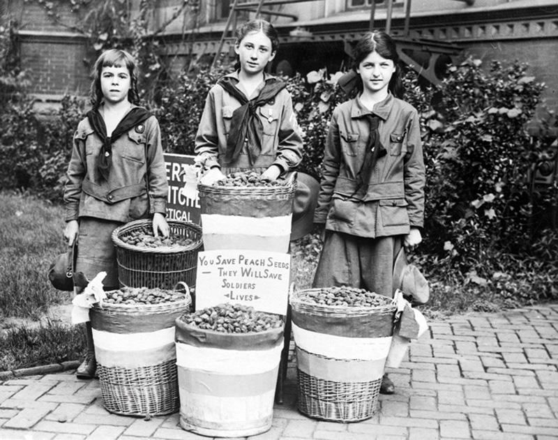 Girl Scouts, MI5en zerbitzura