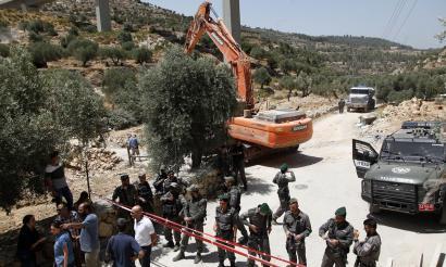 Jesus jaio eta 2.016 urtera azken oliba-uzta tristea Palestinako Beit Jalan