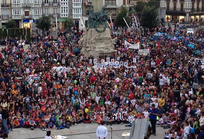 LOMCE legearen aurkako manifestazioa Iruñean (Arg.: Ikasle Abertzaleak)