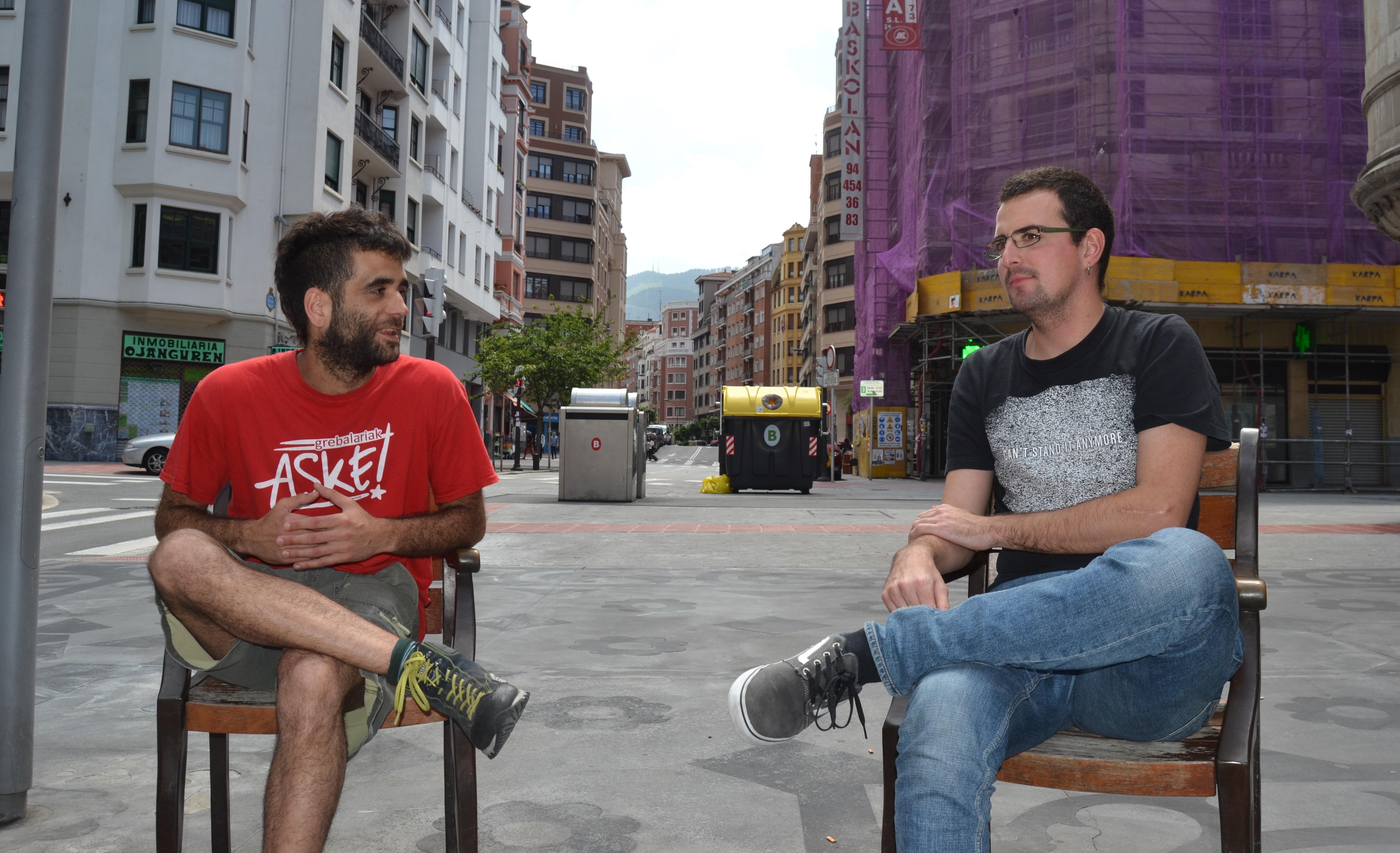 Iñigo Alonso eta Ander Bilbao, Gazteraikiko lanaren taldeko kide guztien izenean hitz egin dute astekari honekin.