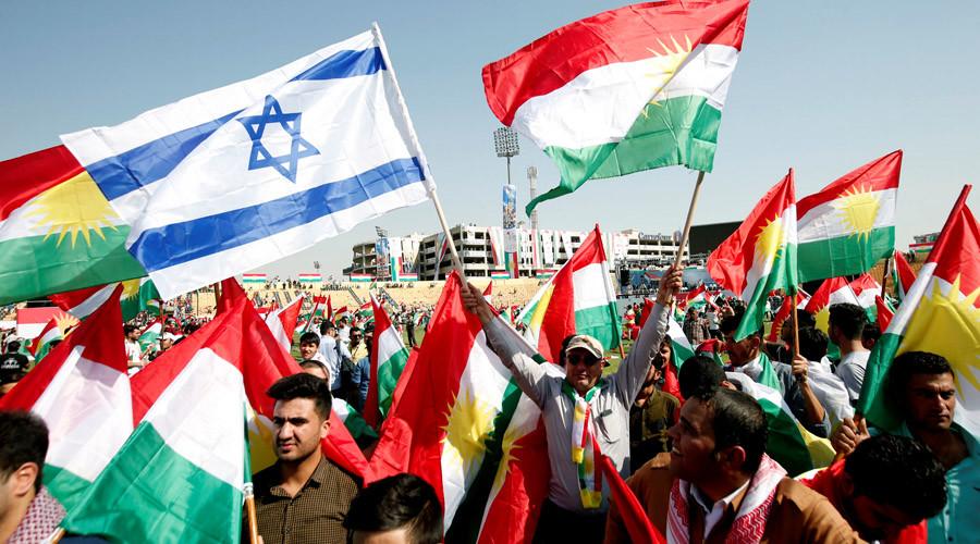 Israel eta Kurdistango banderak Erbilen independentziaren aldeko manifestazio batean irailaren 22an.