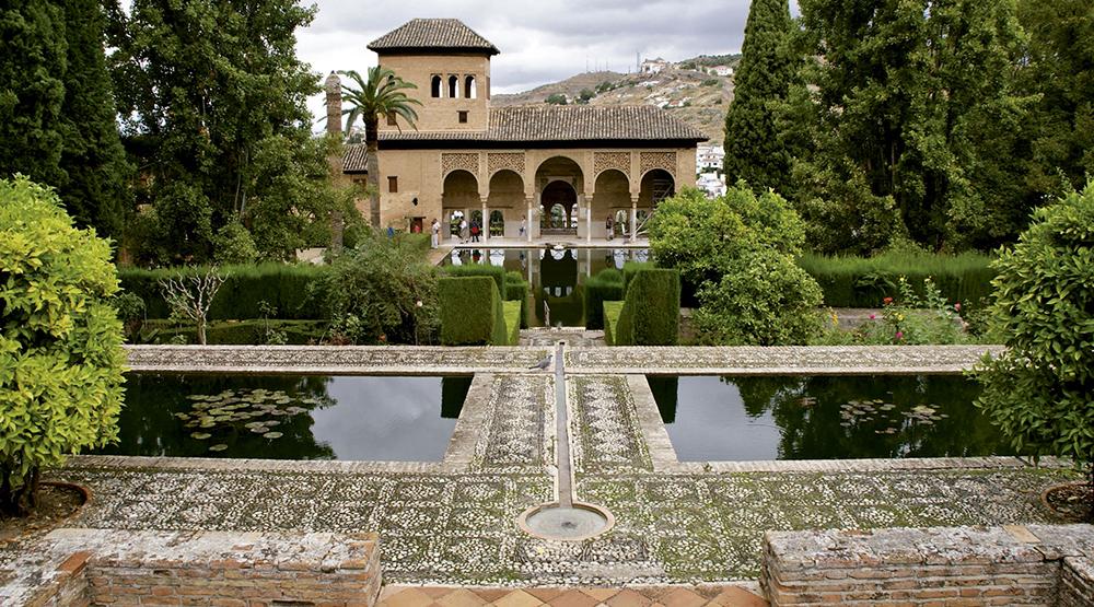 Alhambrako El Partal lorategietan zegoen Yusuf III.a sultanaren jauregia. (Arg.: Objetivo Granada)