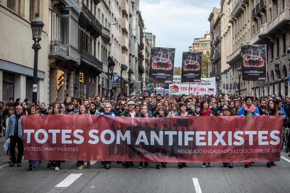 Azaroaren 11n sei auzipetuen aldeko manifestazioa egin zuten Bartzelonan. (Victor Serri / La Directa)