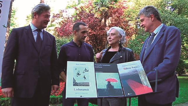 2017ko Euskadi Literatura Saria jaso zuten bi idazleak elkartu zituen solasaldiak. Argazkia: Irekia-Euskadi.eus.