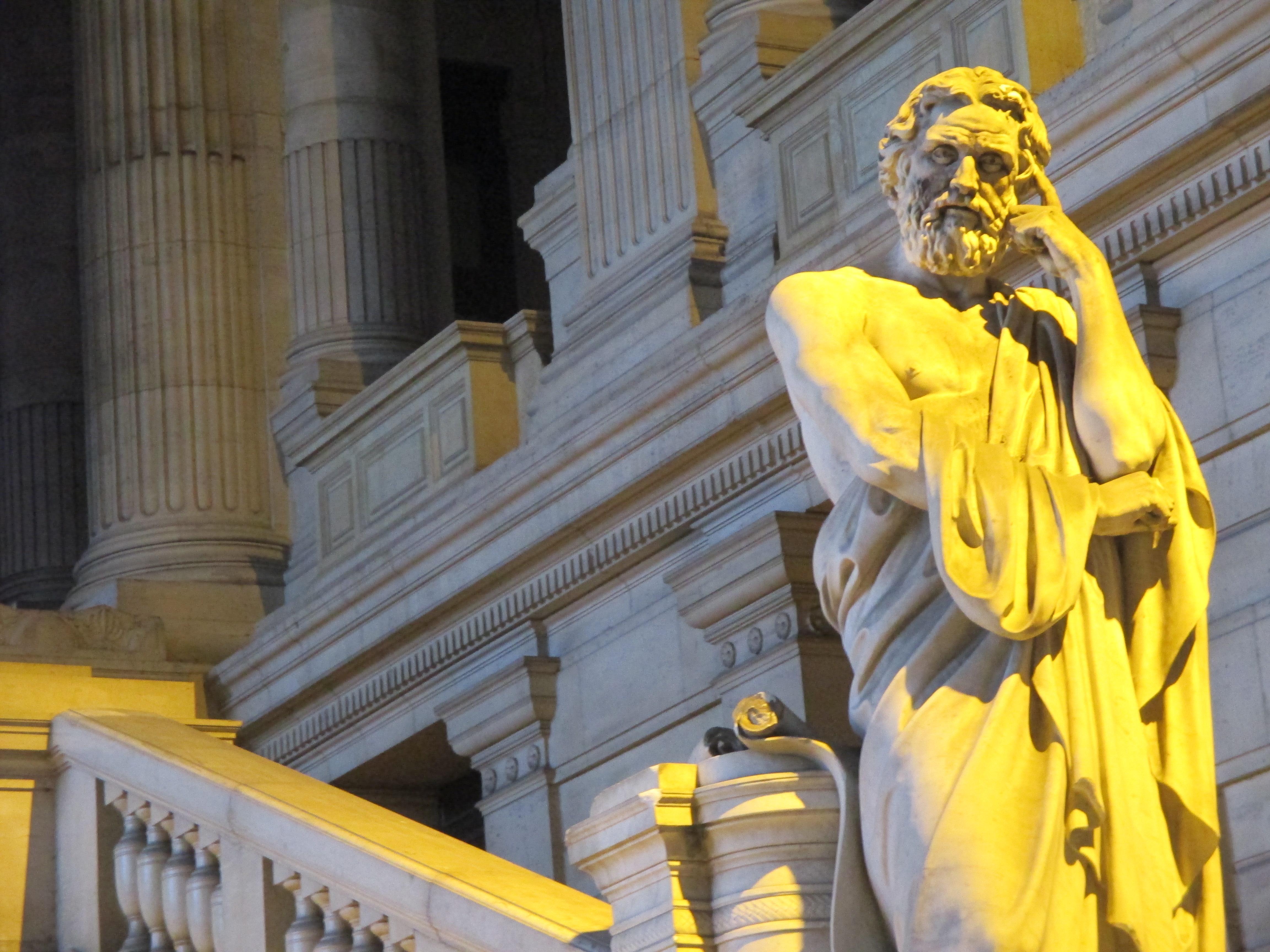 Likurgo Espartakoaren estatua, Bruselako Justizia Jauregiaren sarreran. Likurgok hainbat erreforma ezarri zituen greziar hirian, besteak beste, ustelkeriaren aurka.