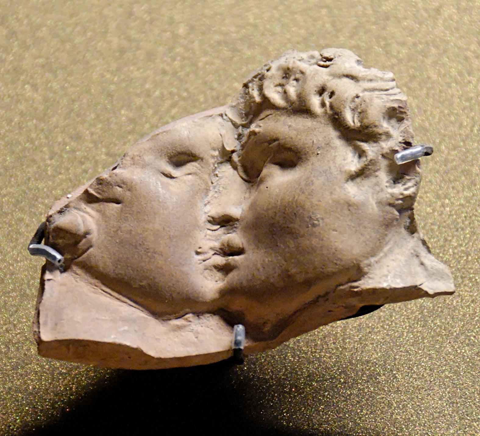 Erromako hiria fundatzearekin bat, Ius Osculi edo musu emateko eskubidea  jarri zuten indarrean. Praktikan, alkoholemia kontrol sexista modukoa zen (Louvre).