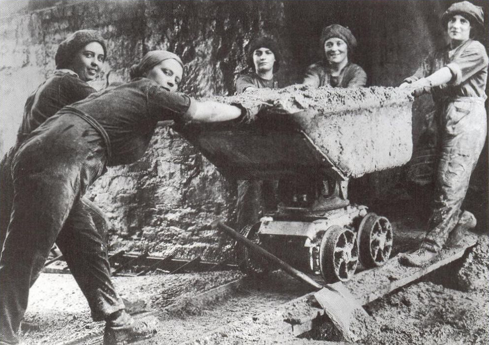Emakumeak meatzean lanean Galesen, Lehen Mundu Gerra garaian (arg: 'Mining review')