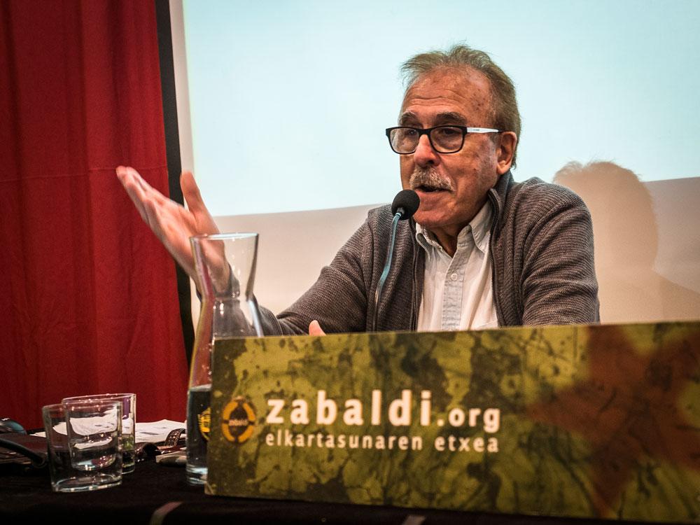 Pero Ortegak urriaren amaieran Iruñeko Zabaldin emandako hitzaldian. / Arg.: David Sanchez (Ekinklik)